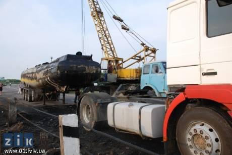 Поблизу Дрогобича горіла цистерна з тридцятьма тоннами продуктів нафтопереробки. Фото